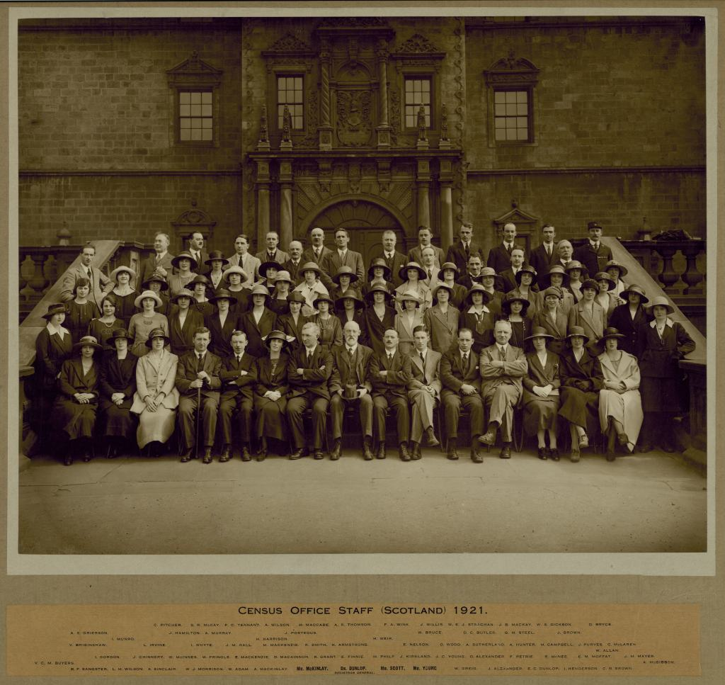 The staff of the 1921 Census - including many more women than the 1911 Census.